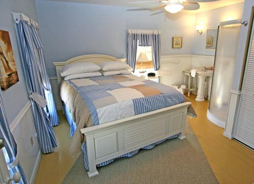 The Okoboji Room at the Okoboji Country Inn